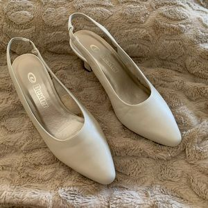 NWOT Dexter Cream Leather Sling Backs